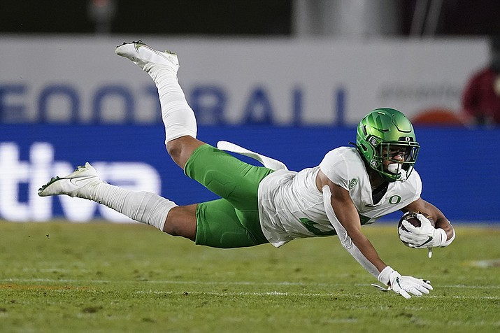 Oregon wide receiver Johnny Johnson III (3) catches a pass during the second quarter of an NCAA college football game for the Pac-12 Conference championship against Southern California Friday, Dec 18, 2020, in Los Angeles. (Ashley Landis/AP)