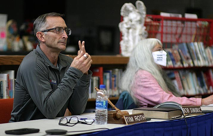 Tuesday, the Camp Verde School Board voted 3-to-2 to return to a hybrid learning model on Jan. 4. Pictured, board members Tim Roth (foreground) and Helen Freeman. VVN/Bill Helm