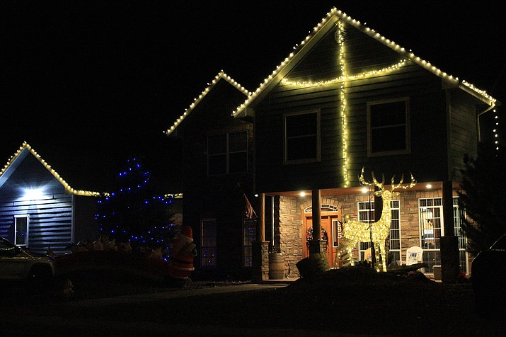 Christmas decorations light up Williams, bringing a little light and joy to residents and visitors this holiday season. (Loretta McKenney/WGCN)