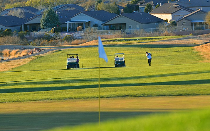 Golfers at Agave Highlands Golf Course were treated to sunny skies, 65-degree temperatures and spring-like conditions last week. VVN/Vyto Starinskas