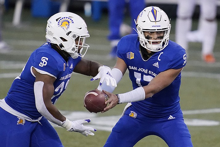 San Jose State quarterback Nick Starkel (17) hands off to running back Tyler Nevens (23) during the second half of an NCAA college football game against Boise State for the Mountain West championship, Saturday, Dec. 19, 2020, in Las Vegas. (John Locher/AP)