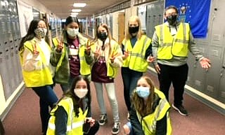 Winslow Junior High cleans up Colorado Street photo