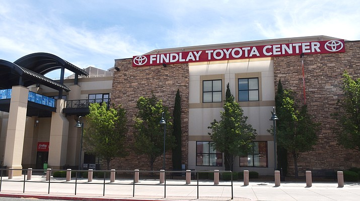 Spectrum Healthcare is operating the vaccination site at the Findlay Toyota Center in Prescott Valley. (Nanci Hutson/Courier)