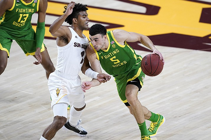 Oregon guard Chris Duarte (5) drives past Arizona State guard Remy Martin (1) during the first half of an NCAA college basketball basketball game, Thursday, Feb. 11, 2021, in Tempe, Ariz. ( Matt York/AP)