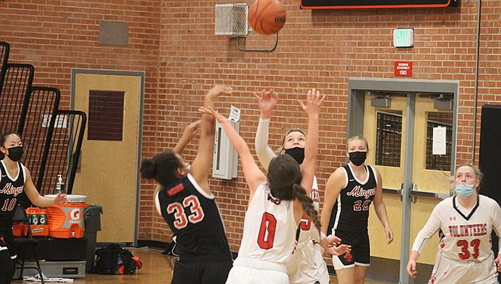 The Lee Williams High School girls basketball team beat Lake Havasu City 45-5 on Saturday, Feb. 13. (Photo by Casey Jones/Kingman Miner)