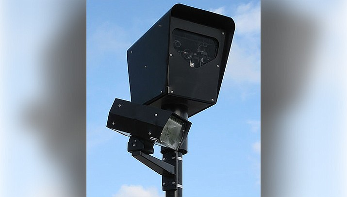 A proposed ban on red light cameras was defeated by an Arizona Senate committee on Monday, Feb. 15. (Photo by Joe Ravi, cc-by-sa-3.0, https://bit.ly/37hR1E0)