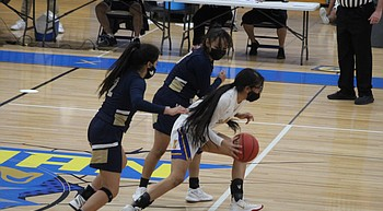 Parker dims Lady Bulldogs' playoff hopes photo