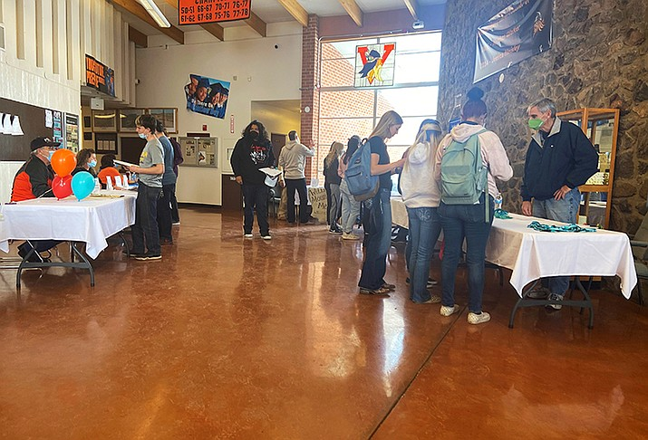 Community groups share scholarship opportunities with Williams High School students March 11. Groups included Bill Williams Mountain Men, the Williams Republican Party and more. (Wendy Howell/WGCN)