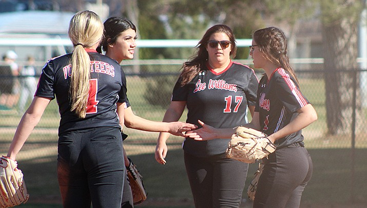Lee Williams High School infielders gather around pitcher Jess Mitchell before the start of an inning on Thursday, March 18 in Kingman. Mingus Union won 11-0. (Photo by Casey Jones/Kingman Miner)