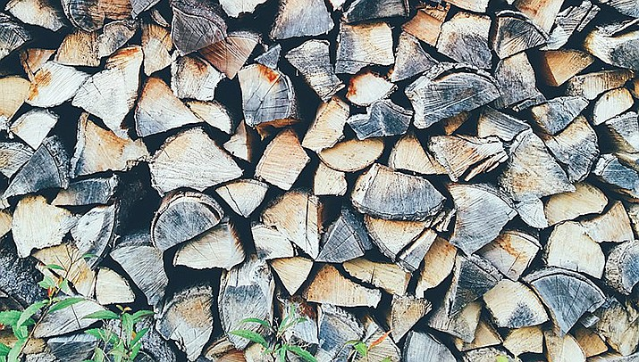 Firewood permits for timber waste at Hualapai Mountain Park are being issued on a first-come, first-served basis by the Mohave County Department of Risk Emergency Management. (Photo by Brigitte Tohm, cc-by-sa-1.0, https://bit.ly/3nWoTf0)