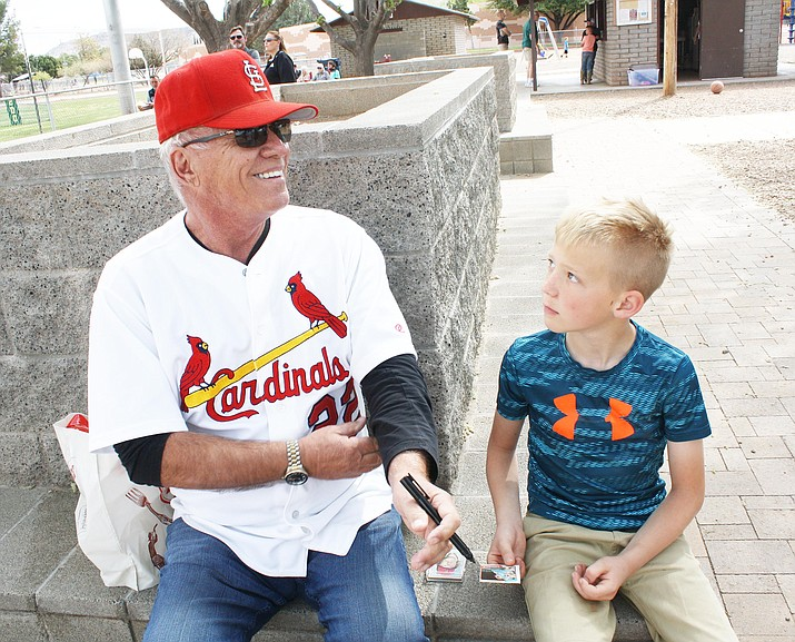 Former Chicago Cubs and St. Louis Cardinals pitcher Buddy Schultz signs an autograph for Colton Munday at Butler Park in Camp Verde, Saturday, April 17. Schultz is executive director of the Arizona Baseball Foundation, an organization that granted $4,300 to the Camp Verde Little League. Photo courtesy Jammi McKinley