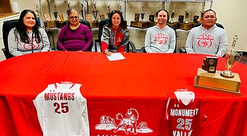 Monument Valley's Adriana Sheppard signs with Park University in Gilbert photo