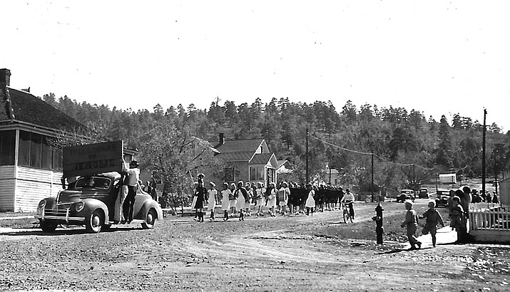 Students lead a parade through the back streets of Williams in the 1940s.  (Photo/Messimer family)