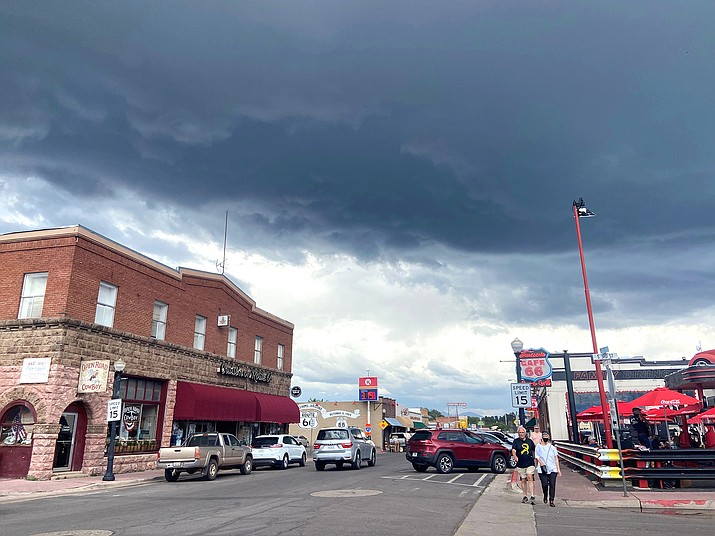 Storm clouds from a summer monsoon settle over Williams July 19. (Wendy Howell/WGCN)
