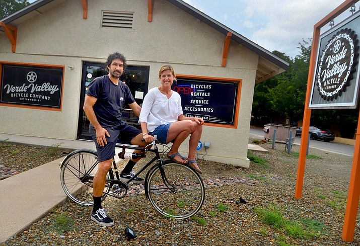 Greg Miranda and Kelly Zahoudanis left their tandem bike at home Tuesday, Aug. 17, 2021, but shared this vintage Raleigh while posing for a photo at the Verde Valley Bicycle Co. in Cottonwood. (Vyto Starinskas/Independent)