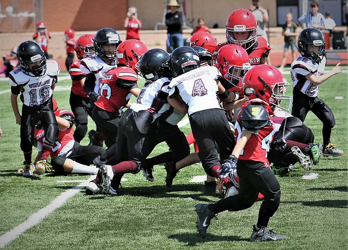 The youngest division in the Winslow youth football program, the Mighty Mites, played against St. Johns Aug. 14 in Winslow. (Courtesy of El Big Guy Photography)