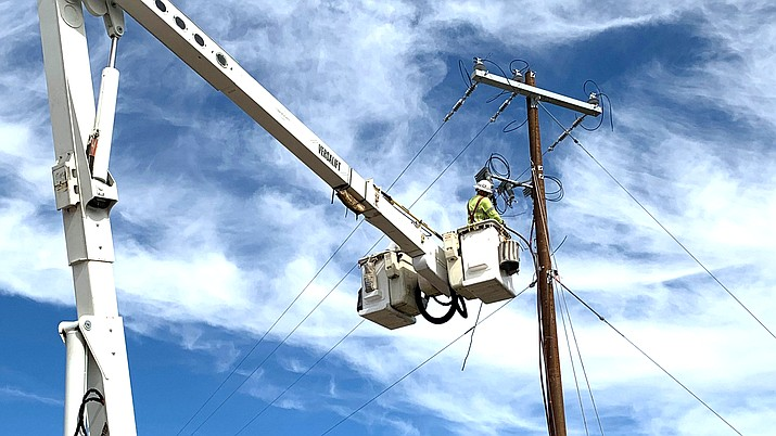 APS will be replacing a damaged power pole on Ninth Street in Williams Sept. 16. (Photo/APS)