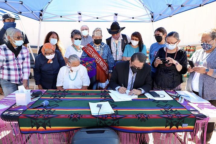 Tonalea elders look on as Navajo Nation President Jontahn Nez signs an agreement that will extend electricity to community members. (Photo/OPVP)