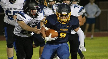 HS FB: Kingman comes from behind to beat Chino Valley photo