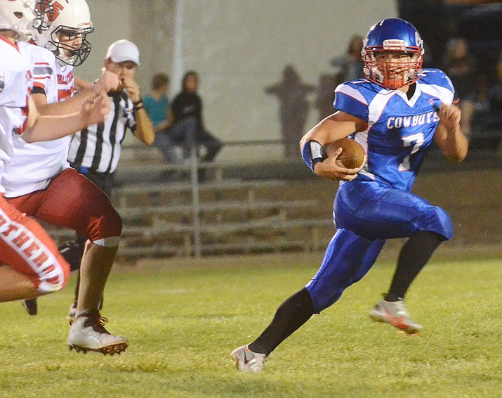 Quarterback Jacob Oothoudt scrambles during a Week 1 contest Aug. 27, 2021. Oothoudt threw for two touchdowns in a 60-22 win over Page on Friday, Sept. 24. (Vyto Starinskas/Independent, file)