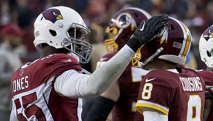Arizona Cardinals linebacker Chandler Jones has tested positive for COVID-19, and may not be available to play on Sunday, Oct. 17 when the undefeated Cardinals (5-0) face the Cleveland Browns. (Photo by Keith Allison, cc-by-sa-2.0, https://bit.ly/3dqYthH)